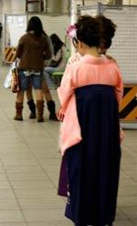 Contraste entre femmes tradis et fashions