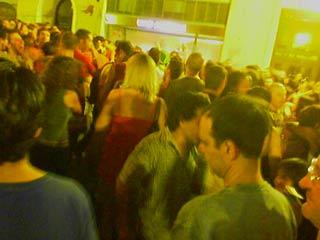 Une foule de pédés à Chueca
