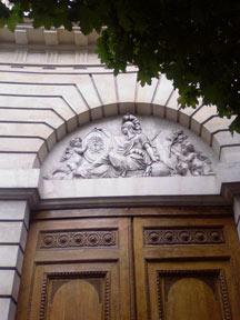 Fronton du Temple d'Athéna du 11e arrondissement de Paris