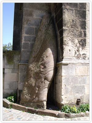 Menhir de la cathédrale Saint-Julien - Le Mans