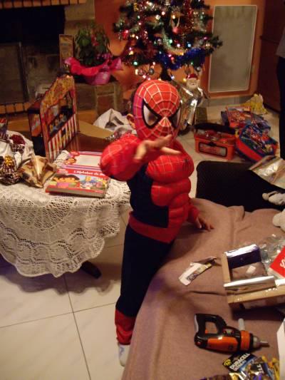 Tristan en Spiderman à Noël