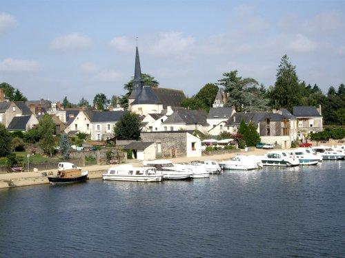 Vue du Bourg et de l'Eglise de Grez-Neuville