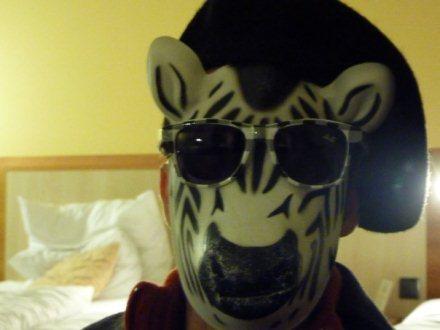 Essayage de masques à l'hôtel