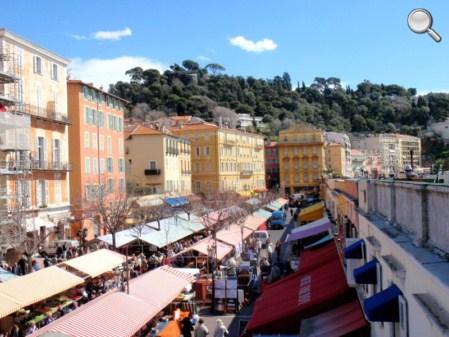 Vue du marché du vieux Nice et de la Colline du Château