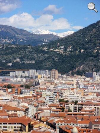 Vue de Nice autour du port et jusqu'au Alpes