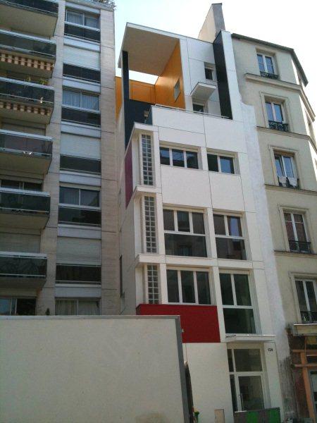 La face de la maison Mondrian de la rue St Maur