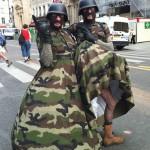 Parmi les plus originaux de cette Gay Pride ! Militaropédales en action !