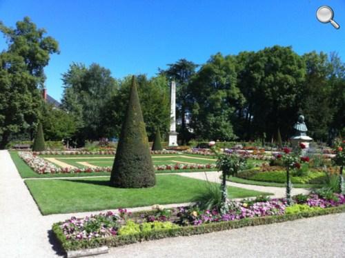 Parc à côté de la Cathédrale de Bourges