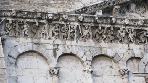 Détail frise Cathédrale Notre-Dame-et-Saint-Castor de Nîmes