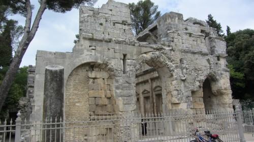 Jardins de la Fontaine à Nîmes - temple de Diane