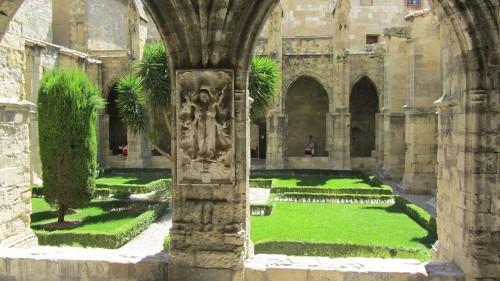 Jardin intérieur Cathédrale Saint-Just-et-Saint-Pasteur de Narbonne