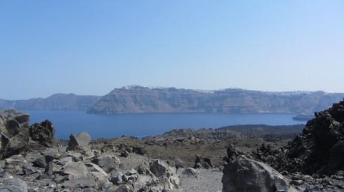 Vue de Palea Kameni de Neo Kameni (îles volcaniques) - Santorin