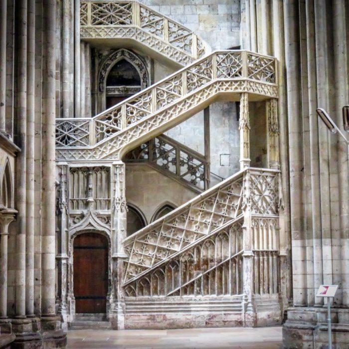 Escalier de la bibliothèque épiscopale de la Cathédrale de Rouen